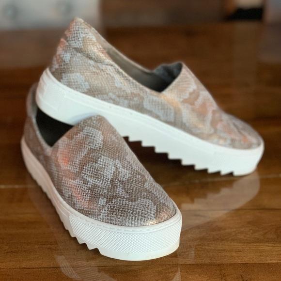 Jslides Womens Sage Sneaker Bronze